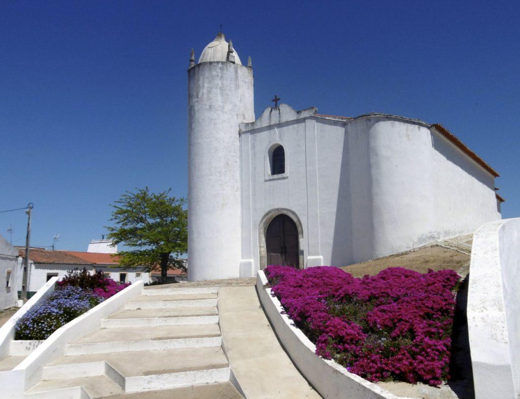 Landsby kirke i syd Portugal.