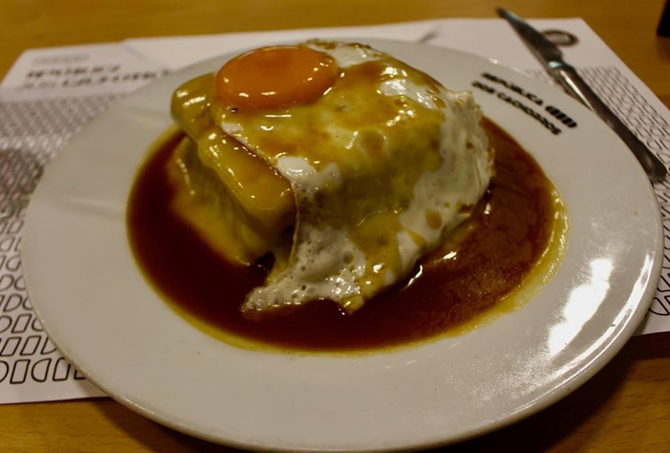 Francesinha er ligeså velsmagende som det er usundt.