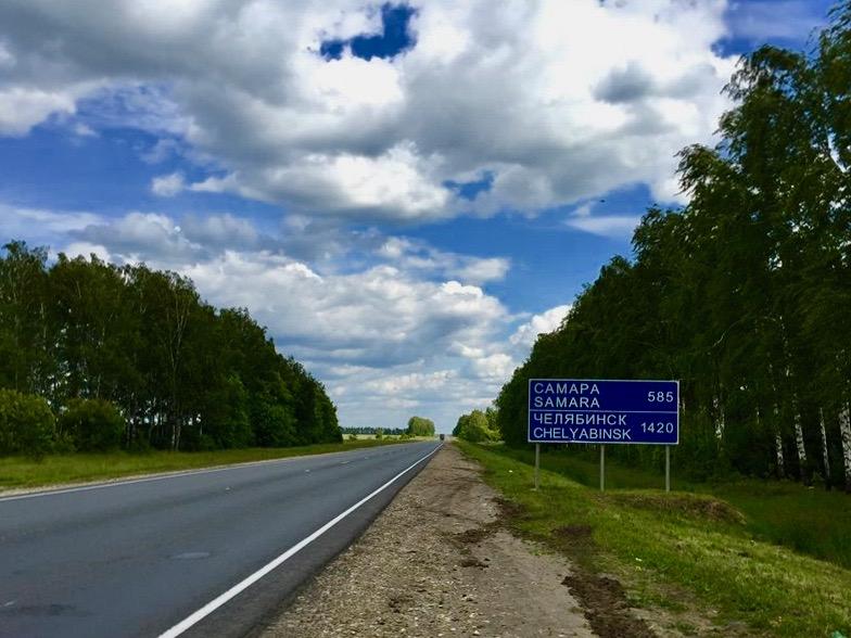 På cykel ud af de russiske landeveje.