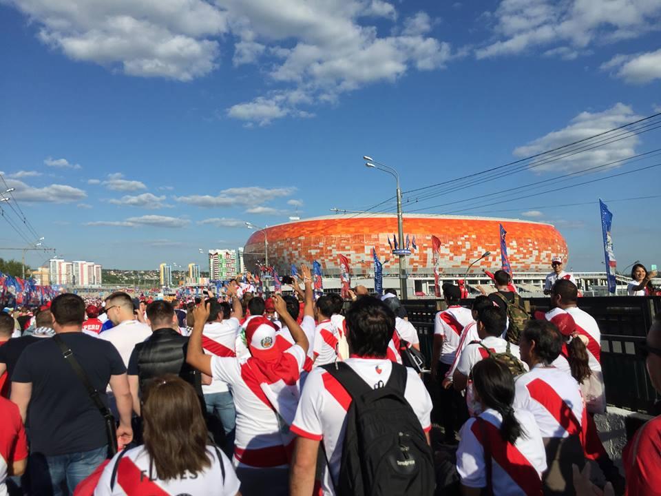 På vej til stadion i Saransk. Sammen med det halve Peru.